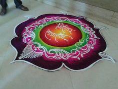 Traditional #Rangoli Maker in #Pune #rangoliart #rashtrikalaakadami  #rangolipune #traditionalrangoli
