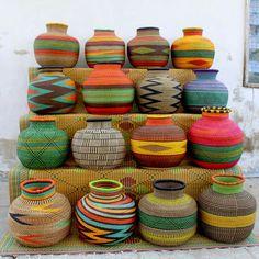 Os belos e coloridos cestos de Gana e um exemplo de fair trade