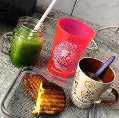 A @vanevidasaudavel fez um lindo café da manhã com direito a pão e suco #lowcarb além é claro do sagrado cafezinho.  Porque o café da manhã não precisa ser ruim para ser saudável!  @Regrann from @vanevidasaudavel -  Bom diaaaaa.... Nossa que café-da-manhã elaborado nossa como você teve tempo pra elabora tudo isso...ah gente so pq eu to de FÉRIAS. Ebaaaa!!! Ja fiz meu aeróbico matinal!!!  Suco detox peguei receita no ig do @senhortanquinho meu pão low carb que vc encontra a receita na hastag…