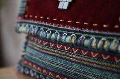 Τσάντα Large Clutch από υφαντό από την Ταϊλάνδη που συνδυάζει το  bohemian με το ethnic στυλ.  Ethnic Clutch Bag #Boho Handwoven Clutch #Tribal Large Clutch Bag #Thai Clutch Bag #Oversized Clutch #Aztec Bag Bohemian Chic Fashion, Boho, Aztec Bag, Large Clutch Bags, Oversized Clutch, Fabric Bags, Classic Outfits, Fabric Patterns, Grosgrain