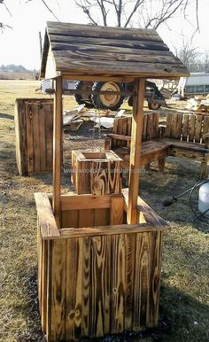 recycled pallet patio art well