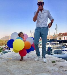 """""""Mi piace"""": 40 mila, commenti: 1,494 - MIKA (@mikainstagram) su Instagram: """"For my birthday, my nephew insisted, not on getting me balloons, but being the balloons. Now that…"""""""