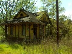 Abandoned train station, South of Nacogdoches, Texas, USA