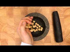 Vijzelen met een granieten vijzel - Allerhande
