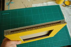 DIY frame with recycled cardboard, the tutorial Cardboard Crafts, Paper Crafts, Diy And Crafts, Arts And Crafts, Diy Photo, Diy Frame, Creative Home, Picture Frames, Recycling
