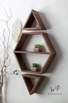 Hexagon - Diamond set of solid wood shelves. More colors and styles. Home Decor Shelves, Wall Shelf Decor, Wall Shelves Design, Home Decor Furniture, Furniture Projects, Diy Home Decor, Unique Wall Shelves, Wood Wall Shelf, Hexagon Wall Shelf