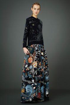 The complete Valentino Pre-Fall 2015 fashion show now on Vogue Runway. Moda Fashion, Runway Fashion, High Fashion, Fashion Show, Fashion Design, London Fashion, 2000s Fashion, Fashion Black, French Fashion