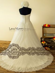 26139c4016d Strapless Lace Wedding Dress with Sweetheart Neckline Cross Tulle Design