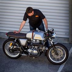 Wouldn't it be fun if the Royal Enfield Continental GT came with a turbo? That's exactly what @motomaxmc from Perth did once he got his hands on one. We wonder how it rides now? Thanks for the share! . Photo by @benpilatti from @retroandcustommotorcycles. . . . #croig #caferacersofinstagram #caferacer