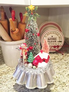 Have a Daily Cup of Mrs. Olson-Christmas scene on large tart tin Vintage Christmas Crafts, Diy Christmas Garland, Silver Christmas Decorations, Easy Christmas Crafts, Christmas Scenes, Xmas Ornaments, Christmas Projects, Simple Christmas, All Things Christmas