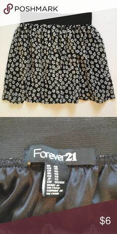 F21 Black and White Floral Skirt Size XS, NWOT. Perfect condition!  Elastic band for a great fit!  Light and comfortable Forever 21 Skirts Mini