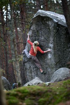 Hanne Riise, De Fil en Aiguille 6C, Fontainebleau, France      I want to go to there.