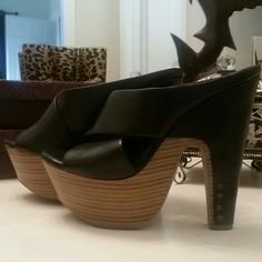 Jessica Simpson beauties. Gently worn perfect condition except one shoe is a little scraped but not really noticeable when wearing them. Shoes