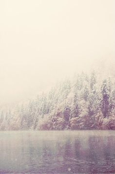 Laura Evans - Mountains, trees, and lake - Dreamy nature photography