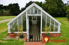Backyard shed greenhouse cold frame 48 super Ideas Backyard Greenhouse, Greenhouse Plans, Portable Greenhouse, Balcony Gardening, Small Greenhouse, Greenhouse Wedding, Flower Gardening, Underground Greenhouse, Garden Structures