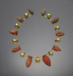 Necklace, Italy, 550-400 BC, gold and amber