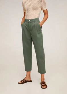 Discover the latest trends in women's trousers. Dressy, skinny, palazzo and baggy trousers, chinos and leggings. Baggy Trousers, Trousers Women, Pants For Women, Relax, Mango Jeans, Carvela Comfort, Mango France, Zara, Cotton Pants
