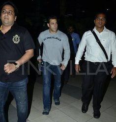 Exclsuive Pics of Salman Khan : Returns Mumbai from New Delhi | Salman Kingdom
