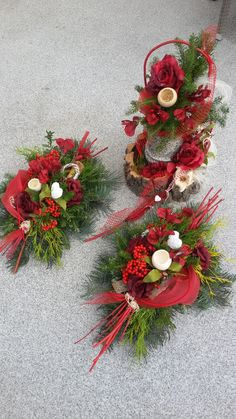 Dekoracja nagrobna, florystyka funeralna, Wszystkich Świętych, 1 listopada Christmas Arrangements, Christmas Centerpieces, Floral Arrangements, Christmas Decorations, Holiday Decor, Grave Flowers, Funeral Flowers, Plaques Funéraires, Cemetery Decorations