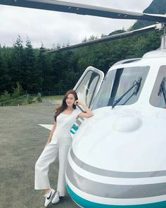 Just a helicopter ride away🚁🚁🚁 Jessica Jung Fashion, Ex Girl, Jessica & Krystal, Krystal Fx, Instagram 2017, Park Min Young, Instyle Magazine, Cosmopolitan Magazine, Korea Fashion