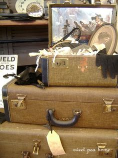 I JUST LOVE THESE OLD SUITCASES.  WISH I HAD A DOZEN