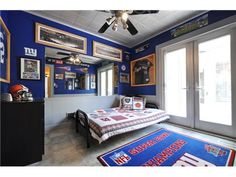 New York Giants bedroom... Oh. My. God. I will have this room. Holy G-MEN, batman!