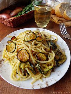 Spaghetti alla Nerano Italian Meat Dishes, Italian Meats, Italian Recipes, Vegan Dinner Recipes, Vegan Dinners, Pasta Recipes, Cooking Recipes, Pizza, Risotto