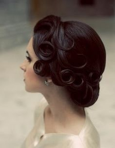 Gorgeous retro hairstyle with beautiful curls