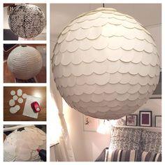 En 60cm i diameter stor rislampa blev såhär snygg med vita utstansade cirklar fastlimmade! En taklampa jag är ruskigt nöjd med :-)