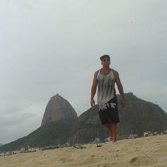 #paodeacucar #praiadebotafogo #botafogo #riodejaneiro #errejota #ipanemabeach #beach #physique #gym  #viajar #beleza #black #travel #sol #praia #bronze #life #goodvibes #instafitness #fitness #menshealth #bodybuilder #mensphysique #muscle #lifestyle #fashion #shape #model #amoviajar #supervaidoso by villduvalleoficial