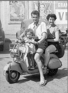 Vespa Lambretta, Vespa Scooters, Old Pictures, Old Photos, Red Vespa, Moto Scooter, Classic Vespa, Italian Scooter, Pocket Bike