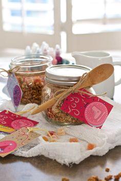 Homemade Granola & *Freebie* DIY Holiday Gift Tag Printables on FamilyFreshCooking.com