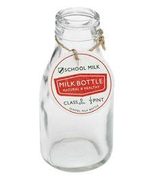als Blümchenvase: Milchflasche im Retro-Design #bertine