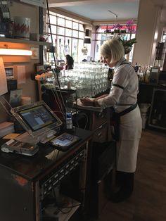 Das Restaurant Seeger in St.Gallen mit den ergonomischen GASTROFIX iPadKassen Catering, Software, St Gallen, Ipad, Desk, Restaurant, Furniture, Home Decor, Fine Dining