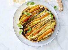 Tarte tatin met wortelen, asperges en lente-ui - Libelle Lekker  Ja hoor, een klassieker als tarte tatin kan ook prima met groenten in plaats van traditioneel met appel.