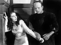 -Qué mano más suave tienes... -Pues yo no puedo decir lo mismo de ti, hijo... (Valerie Hobson y Boris Karloff en La novia de Frankenstein).