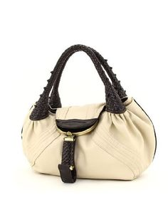 http://peakmomentum.org/?qpn-pinnable-post=designer-inspired-oversized-spy-handbag-beige Are you looking for a bag that provides plenty of room for the essentials that today's woman needs while offering the exciting and classic look that keeps you looking stylish and ready to take on the world? Nvie Designs designer style handbags offer today's woman the most functional handbags in the most classic and always stylish lines. Make your mark on the ...