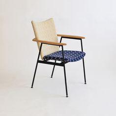 ミナペルホネンファブリック「タンバリン」を使ったアイアンチェア「yu-iron chair」。 京都・宇治の家具店enstol(エンストル)のオリジナル椅子×ミナペルホネンファブリックの組み合わせ。 椅子もミナの生地もともに、経年変化が楽しめるつくり。 長く大切に愛用できる椅子です。 #椅子 #ダイニングチェア #フィンユール #アイアンチェア #ミナペルホネン #無垢 #京都 #日本製 #アイアン椅子 #minaperhonen #北欧インテリア #おしゃれなインテリア #おしゃれ #つくりのいいもの #職人 #ものづくり #ロングライフデザイン#タンバリン