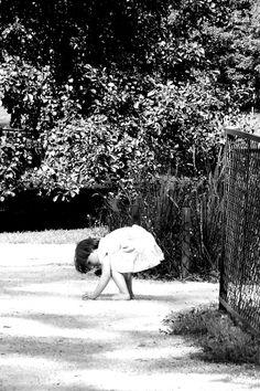 Bawiąca się dziewczynka w Parku Kellera (fot. Bietka Nowicka)