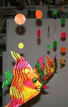 rybičkový závěs - předloha k vytištění Sea Crafts, Fish Crafts, Paper Crafts, Decoration Creche, Class Decoration, Paper Mobile, Mobile Art, Art For Kids, Crafts For Kids