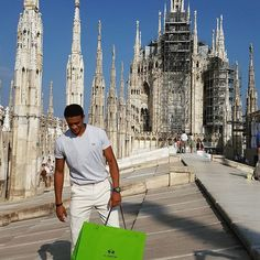Live from the Milano Duomo. #Milano is an awesome and beautiful city! Thank you @lamartinapolo for having this expierence and for the tailored suit. I would love to stay longer. I am looking forward to the GQ Men Gala 2016! 😁✌ ____________________ @gq @gq_germany  #gqgentcliff  #gq #gqgermany  #lamartinapolo  #mailand #italia #milanoduomo #goodlife #enjoy #happy
