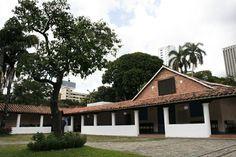 La Milla de Oro también cuenta con museos como el Centro de Arte La Estancia. Es un museo de arte colonial, que se dedica a la promoción y difusión del patrimonio histórico y artístico del país.