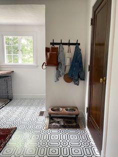 Classic Black and White Laundry Room Makeover with Vinyl Tiles | Miranda Schroeder Blog www.mirandaschroeder.com