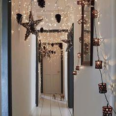 飾りと一緒に天井から吊るす