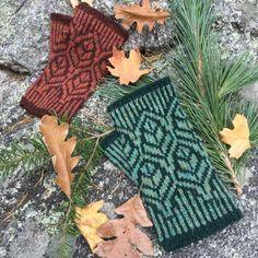 Ravelry: Hedgerow Fingerless Mittens pattern by Mary Ann Stephens Knit Christmas Ornaments, Christmas Knitting, Double Knitting, Free Knitting, Norwegian Knitting, Knit Headband Pattern, Fair Isle Knitting Patterns, Fair Isles, Fingerless Mittens