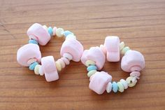 Tutorial- Make marshmallow candy bracelets with your kids! Or for a party favor or activity at a party!
