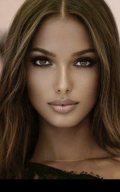 #Gesichtsbehandlung Most Beautiful Faces, Stunning Eyes, Gorgeous Women, Beautiful Pictures, Stunning Brunette, Gorgeous Blonde, Brunette Beauty, Hair Beauty, Pretty Eyes