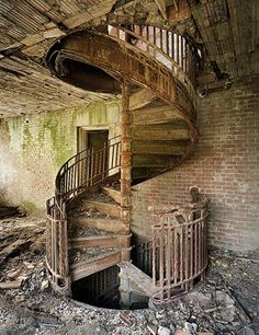 Should architects also be planning for the ultimate decay of the buildings they design? I Lebbeus Woods