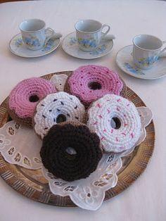 Pattern is in Finnish. Crochet Pincushion, Crochet Cake, Crochet Food, Knit Or Crochet, Crochet Gifts, Free Crochet, Amigurumi Patterns, Crochet Patterns, Knit Art
