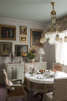 Kitchen Interior A Storybook Country House by Kirill Istomin - The Glam Pad - French tapestries, Chinese porcelain plates, and floral prints, make up the inside of a charming countryside home designed by Kirill Istomin. French Country Decorating, Decor, House Design, Interior, Dining Room Decor, Home Decor, House Interior, Room Decor, Country House Decor